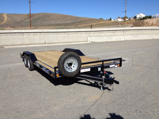 LOAD TRAIL 102X20′ OPEN FLAT DECK SANDRAIL HAULING TRAILER WITH DRIVE OVER FENDERS